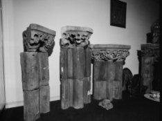 Nieuwe Spiegelstraat 38, antiekwinkel met restanten van kolommen van de middelee…