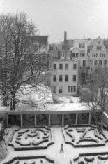 Herengracht 108 (ged.)-120, op de voorgrond de tuin van Keizersgracht 123, Huis …