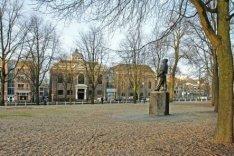 Jonas Daniël Meijerplein met standbeeld De Dokwerker