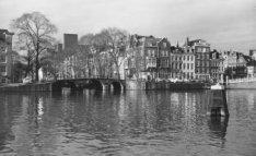Amstel gezien naar Brug 35 over de Herengracht
