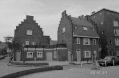De la Reijstraat 16 (ged.) - 24 v.r.n.l. en links de zijgevel van Kraaipanstraat…