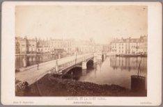 Halvemaansbrug (vroeger Oranje Brug) over de Binnen Amstel