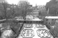 Herengracht 102 (ged.)-128 (ged.), op de voorgrond tuinen van Keizersgracht 121 …