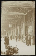 De Galerij van het Paleis voor Volksvlijt op het Frederiksplein, zijde Oosteinde