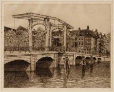 Amstel 79-77-75 (v.r.n.l). Gezien naar Magere Brug, rechts ingang Nieuwe Kerkstr…