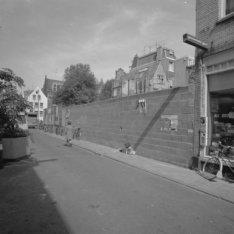 Eerste Looiersdwarsstraat 1-11 (ged.) waarvan 1-9 gesloopt en links Elandsgracht…