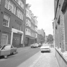 Tweede Looiersdwarsstraat 2 - 14 (ged.) v.r.n.l. met aansluitend rechts de zijge…