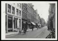 Nieuwe Spiegelstraat 23 (ged.) - 67 met tussen de nummers 45 en 47 het hoekhuis …