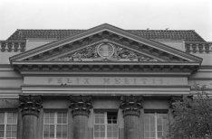 Keizersgracht 324, fronton en korintische zuilen van de gevel van Felix Meritis,…