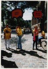 Enkele deelnemers aan het homokorenfestival op de Westermarkt tijdens de Gay Gam…