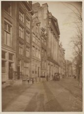 Keizersgracht 316-334 (v.r.n.l.). Nummer 324 gebouw Felix Meritis