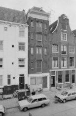 Haarlemmer Houttuinen 67 - 69 (later nummers  257 - 273) met aansluitend links e…