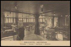 Het Bible-hotel stond tot 1911 aan het Damrak tussen het huidige Beursplein en d…