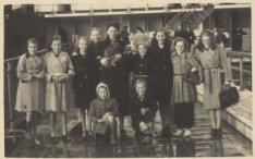 Groepsfoto na het afzwemmen voor het B-diploma in het Jan van Galenbad, Jan van …