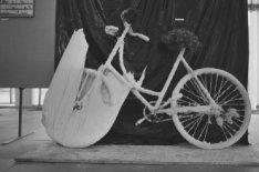 Kunstzinnige uiting met fietsen in museum Fodor, Keizersgracht 609