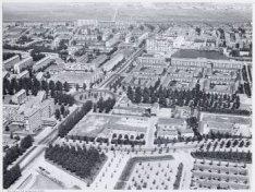 Luchtfoto van Slotermeer met  de Burgemeester Röellstraat, gezien naar het noord…
