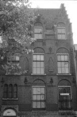 Haarlemmer Houttuinen 55, deel van de gevel van de voormalige parochieschool Sin…