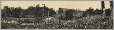Panorama van het Leidsebosje met het passeren van de Gouden Koets. Gezien in noo…