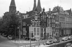 Korte Prinsengracht 5 - 21 (ged.), links Haarlemmer Houttuinen 65 - 65A. Op de a…