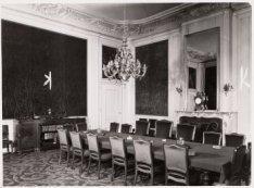Interieur, Singel 126-130. Een zaal met deurstukken van Jacob Buys uit 1769