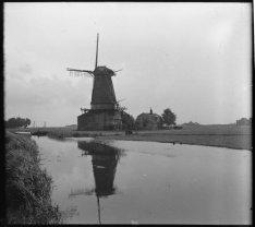 Nieuwendam,  korenmolen De Pauw, in 1920 buiten gebruik gesteld en in 1934 afgeb…