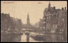 Drie dekschuiten op de Binnen Amstel met v.l.n.r. de Amstel, Muntplein met Muntt…