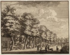 Gezicht op de Amstelkerk aan het Amstelveld vanaf de Reguliersgracht in oostelij…