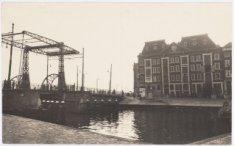 's-Gravenhekje, links brug Prins Hendrikkade