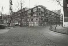 Haarlemmer Houttuinen 27-37 en rechts Buiten Brouwersstraat 1-5