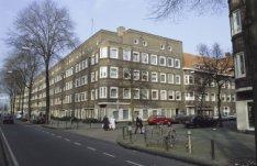 Kruising Hoofdweg en Hondiusstraat, links Hoofdweg 424, rechts Hondiusstraat 6-1…