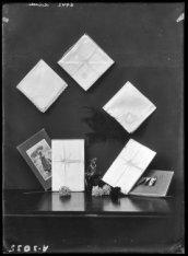 Mode 1920 bij Hirsch & Cie, Leidseplein. Tafellakens en servetten