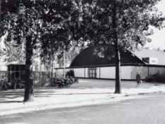 Jan van Galenstraat 250-252. Sportpark Jan van Galen met de Jan van Galenhal en …