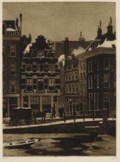 Huizen aan de Binnen Amstel, gezien naar de Halvemaansteeg (''Halvemaansteeg'')