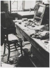 De werktafel van Milly Clarenburg in het hoedenatelier van de frirma Hirsch & Co