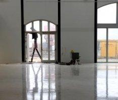 Afwerking van de expositieruimte in het Centrum voor Beeldende Kunst, Oranje-Vri…