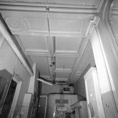 Nieuwe Doelenstraat 24, technische ruimte in het Doelen Hotel