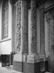 Nieuwezijds Voorburgwal 143, Nieuwe Kerk, interieur met pilaren naast de hoofdin…