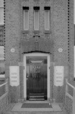 Oostelijke Handelskade 36 (ged.) - 38 (ged.) v.r.n.l., voordeur en ramen trappen…