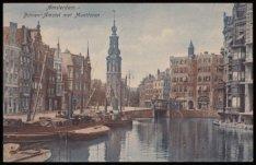 Twee stoomvrachtschepen op de Binnen Amstel met v.l.n.r. de Amstel