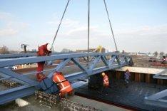 Ridderspoorweg. Het plaatsen van een nieuwe brug over het Johan van Hasseltkanaa…