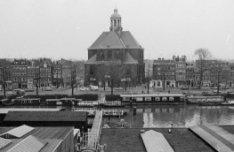 Wittenburgergracht 11 (ged.) - 43 (ged.) met op nummer 25 de Oosterkerk