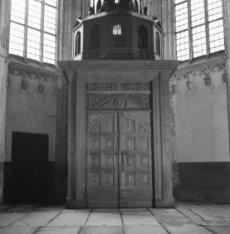 Dam 12, de toegang tot het Noorder portaal van de Nieuwe Kerk