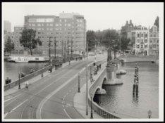 Panorama van de Nieuwe Amstelbrug (Brug 101) over de Amstel en de ingang van de …