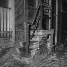 Roomolenstraat 15, onderpui gevel voor restauratie