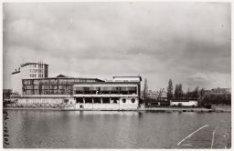 Zijaanzicht vanaf de Boerenwetering op het (Le Meridien) Apollohotel, Apollolaan…