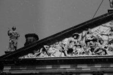 Nieuwezijds Voorburgwal 147, Paleis op de Dam, linker helft timpaan, beeld van v…
