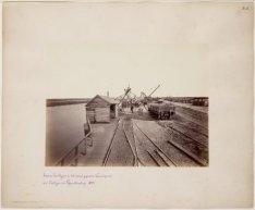 Laad- en lossteiger in het nieuw gegraven kanaal aan de oostzijde van de Velsers…