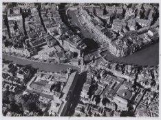 Luchtfoto van het Muntplein en omgeving gezien in noordwestelijke richting