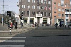 Wijttenbachstraat gezien in noordwestelijke richting. Links de hoek met de Linna…