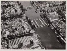 Luchtfoto van de Amstel en omgeving gezien in noordwestelijke richting